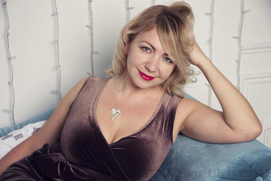 fotos of beautiful Ukrainian blondes